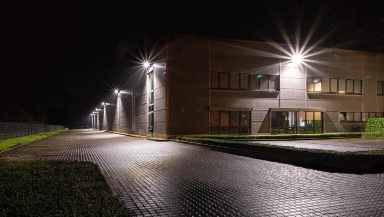 Außenbeleuchtung mit PANDORA Bügel und LENON II